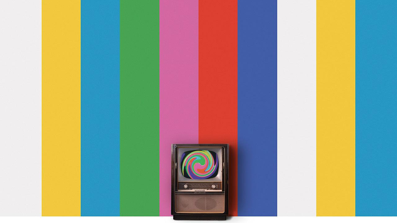 """Rheinischer Kultursommer, Kunsthaus NRW Kornelimühle, Nam June Paik, I Never Read Wittgenstein (I Will Never Understand Wittgenstein), Wandmalerei in sieben Farben, Fernseher, Video """"Color Bar Theme and Variations"""", 1997 © Nam June Paik Estate, courtesy of Schellmann Art, München"""