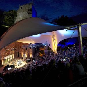 Festivalsommer Burg Wilhelmstein - WDR5 Literarische Sommernacht 2012 in Würselen, Burg Wilhelmstein. Moderation: Martin Stankowsky und Roger Willemsen.